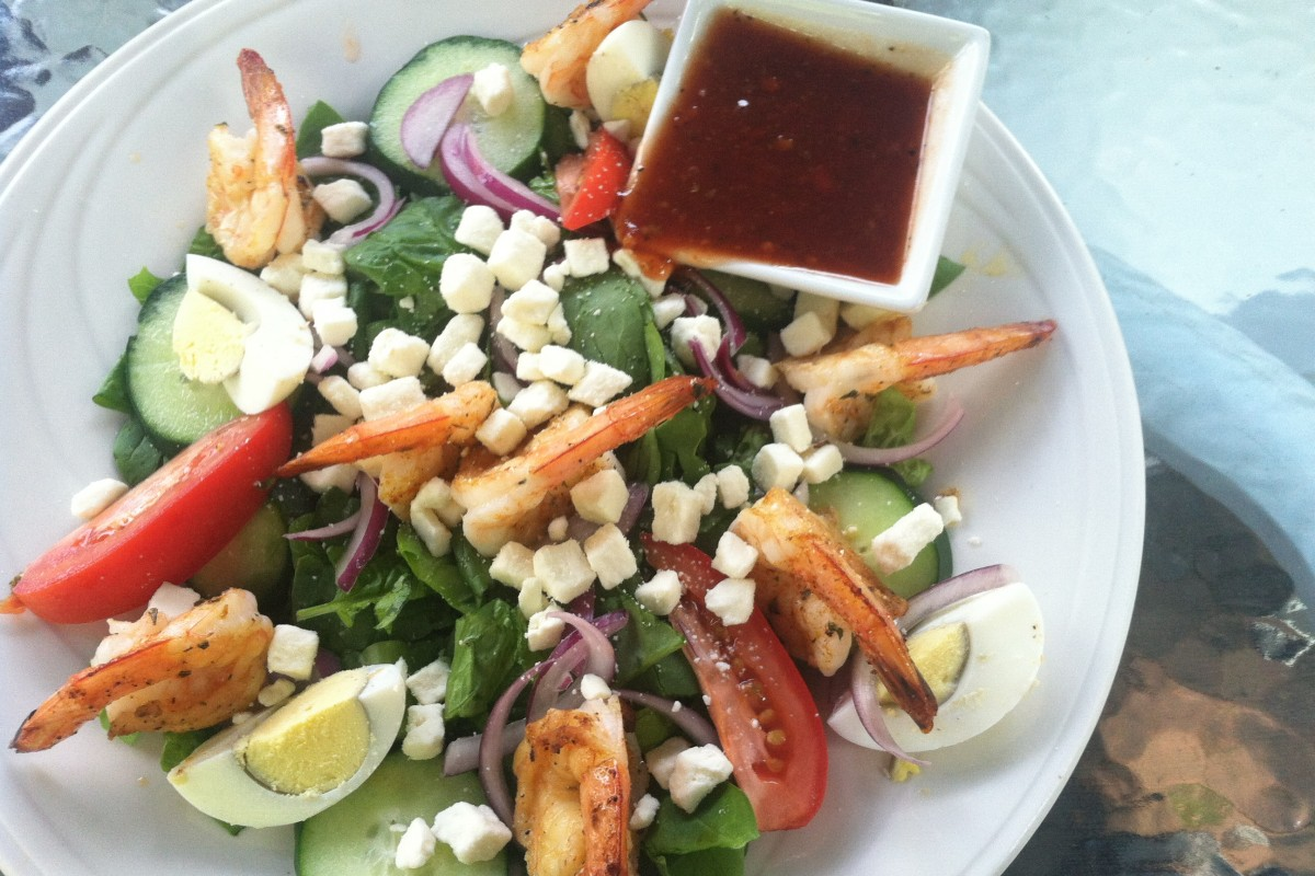 Healthy Eating Out: Garden salad and grilled shrimp lunch