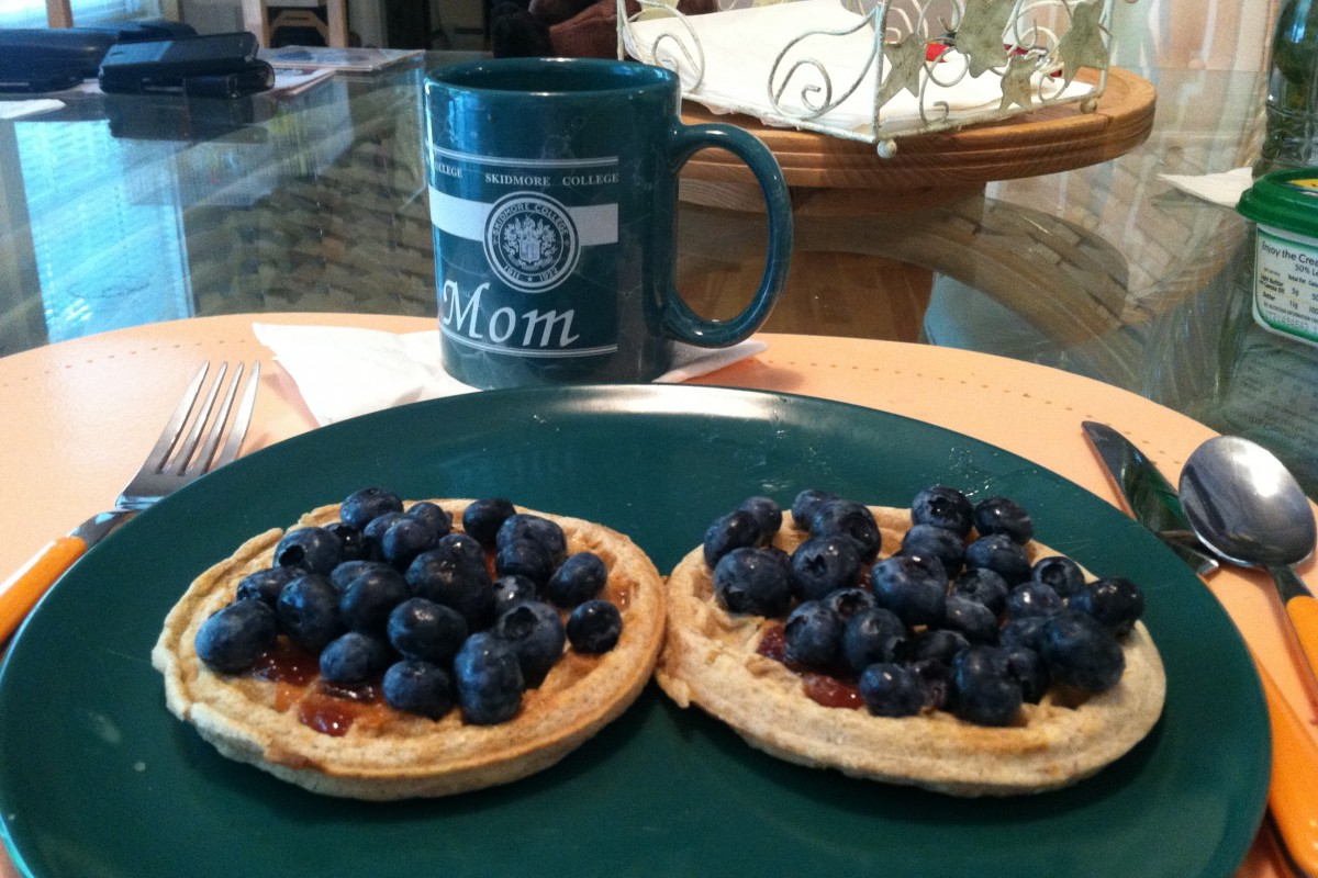 Healthy Eating In: Easy waffle and blueberries breakfast